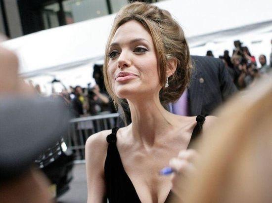 Анджелина Джоли похудела до 35 кг