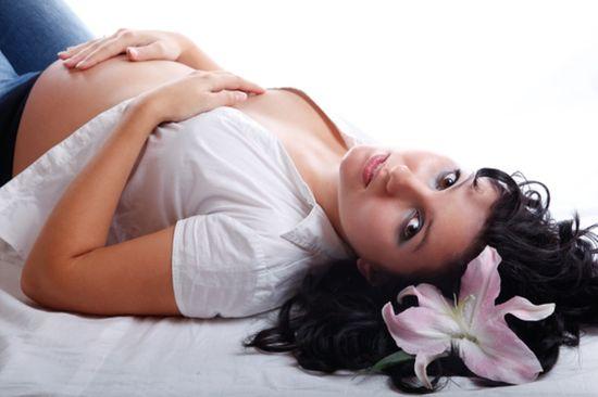 Целесообразно ли стричь волосы во время беременности?