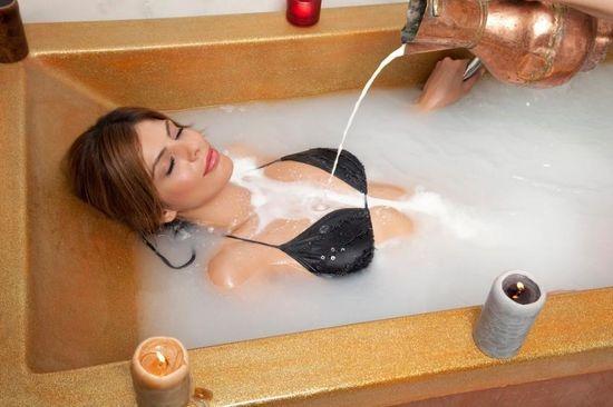 Фото девушка в ванне в сперме