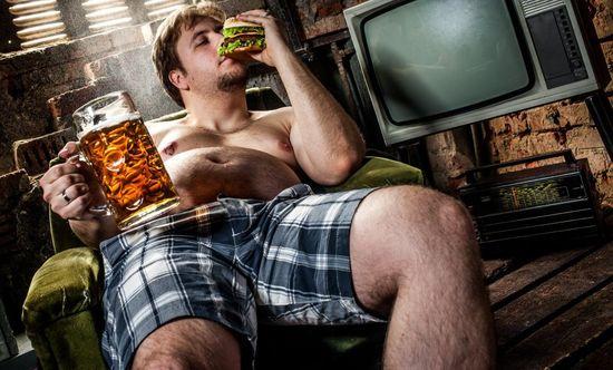 Мужчина и его толстый живот